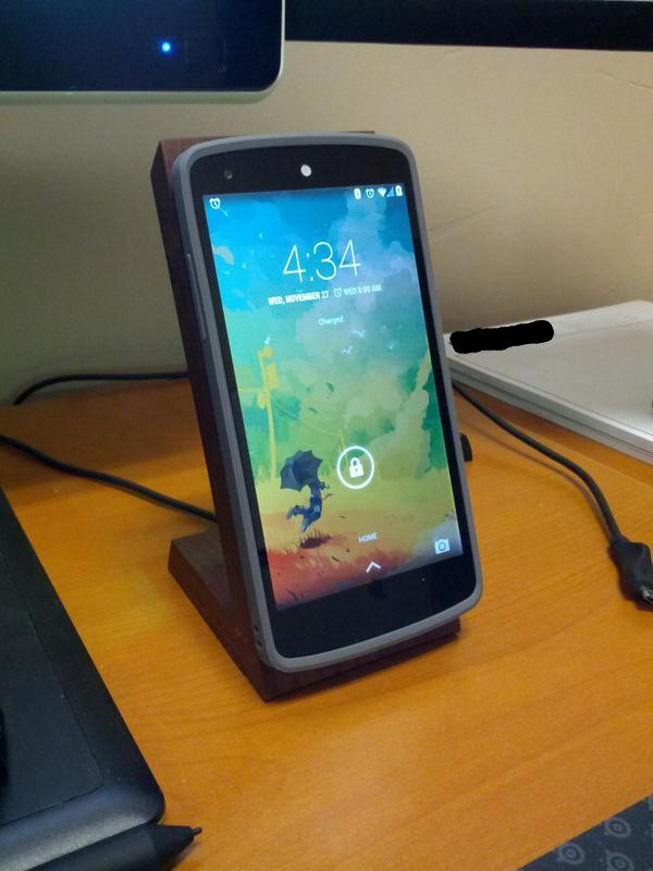 Create Your Own Magnetic Dock for the Google Nexus 5