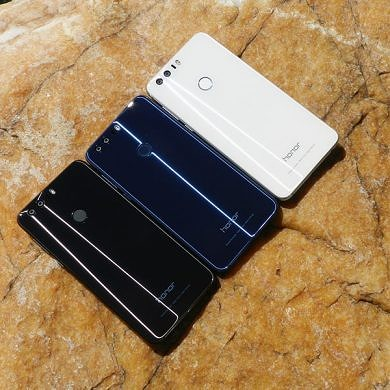 Honor 8 in Pictures: Blue, Black and White