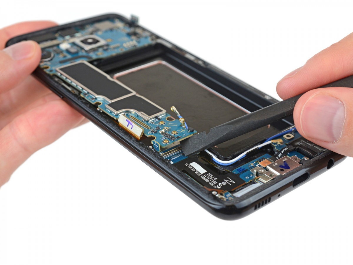 Galaxy S8 And S8 Teardowns Show Extremely Similar Interiors