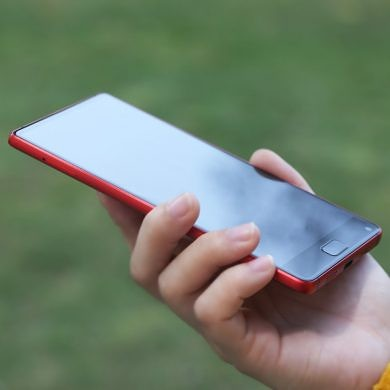 Get the ELEPHONE S8 in Limited Edition Red