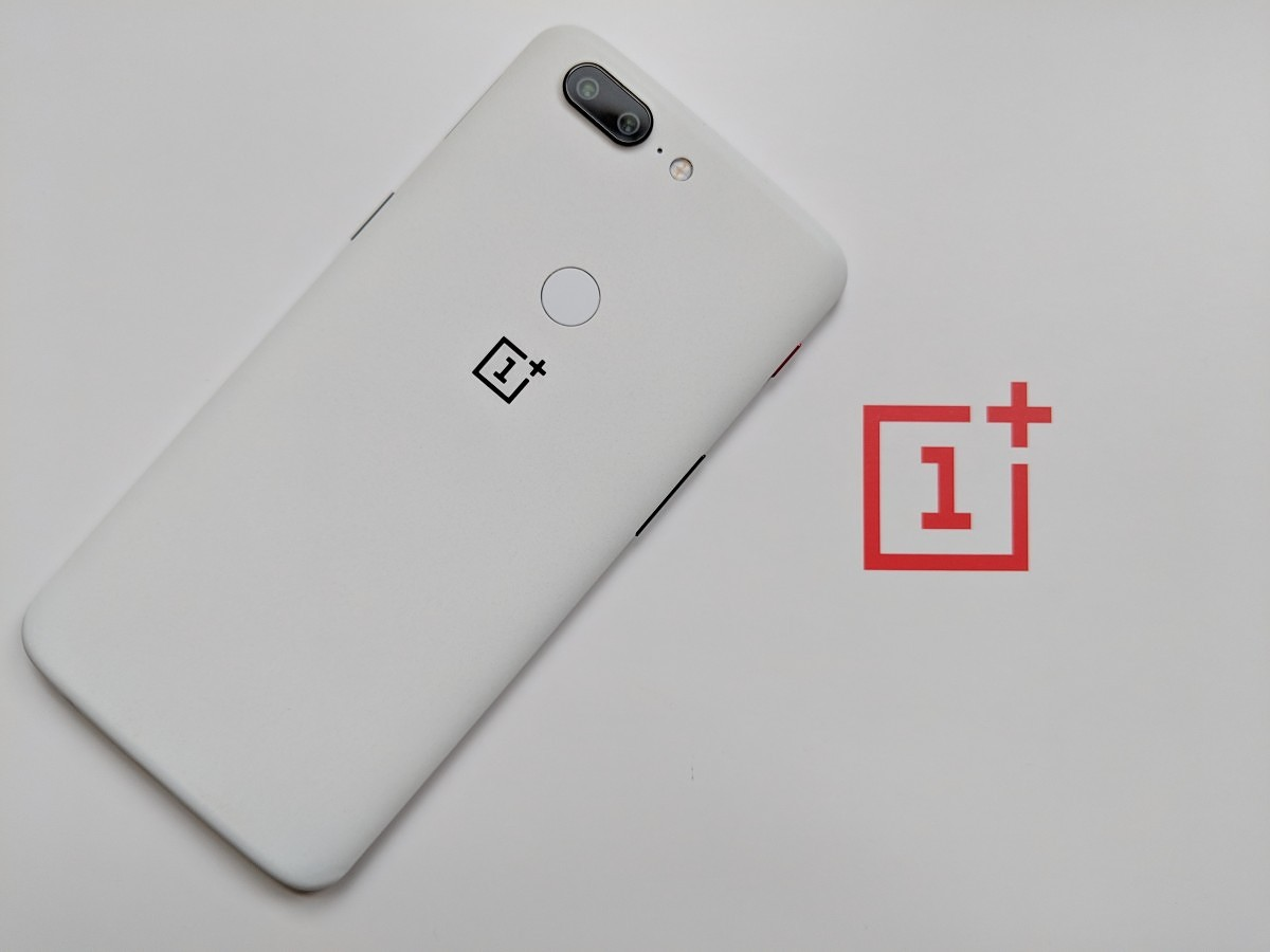 7d75685077 Sandstone White OnePlus 5T Hands On  An Iconic Stormtrooper Variant that s  Perfect for OnePlus One