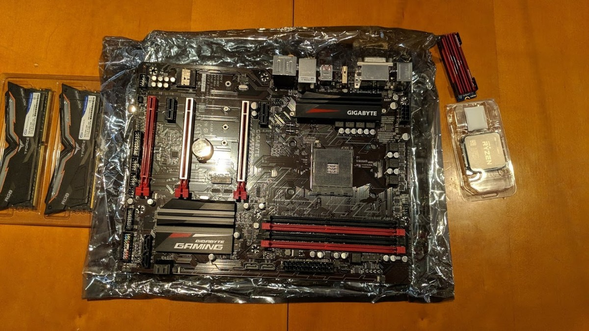 XDA's First Full PC Build: An All-AMD Linux Desktop