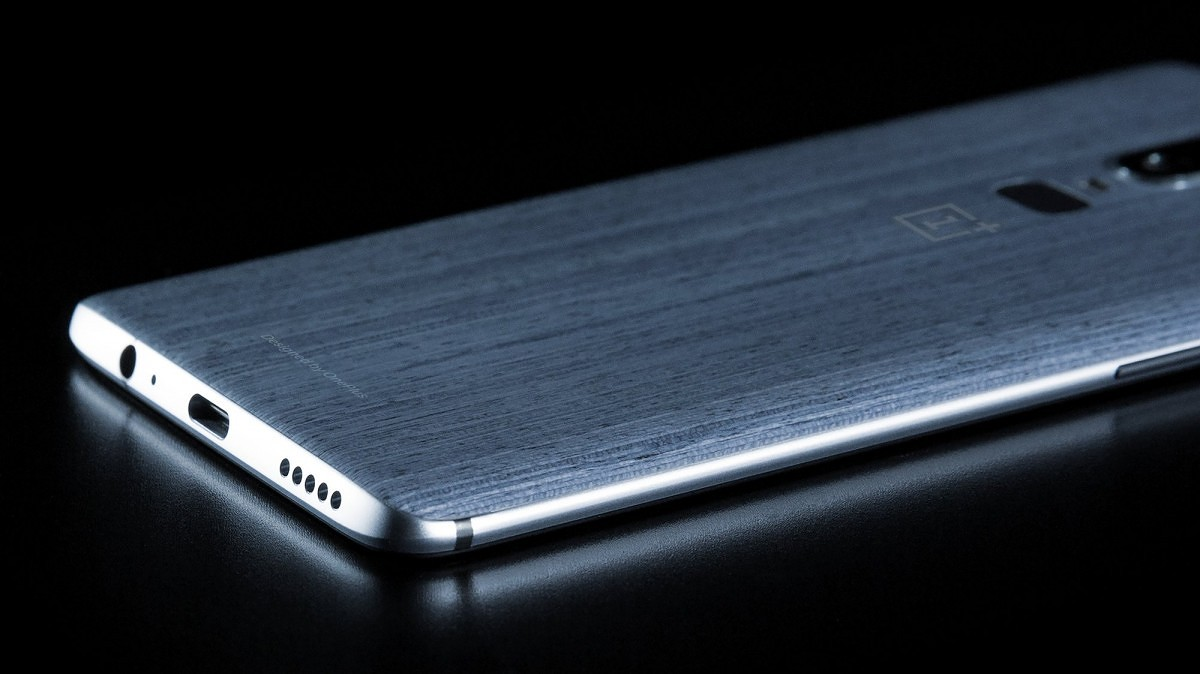 OnePlus 6 leaked photo shows a wooden back and a headphone jack