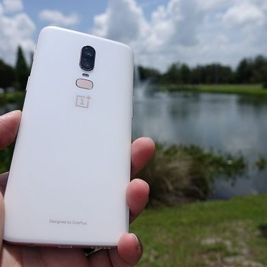 OnePlus 6 Silk White Hands-On: A Luxurious Pearlescent Design at the Same Affordable Price
