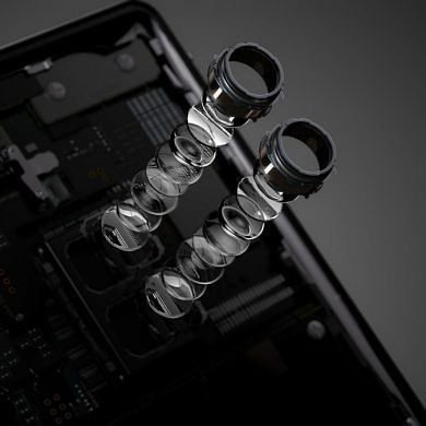 Light partners with Sony to make smartphones with >4 cameras possible