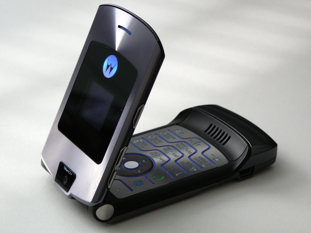 Update: Foldable Confirmed] Motorola is reviving the Razr