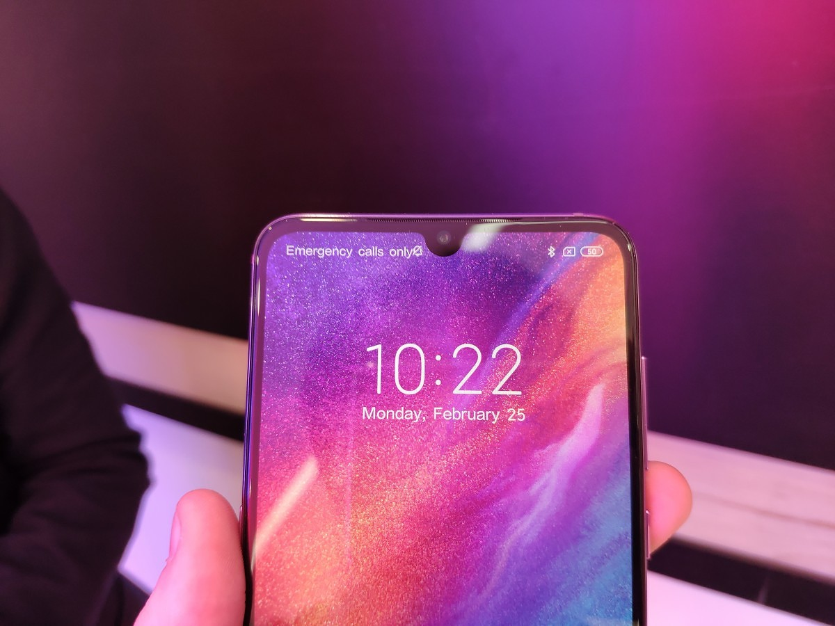 Hands-on with the Xiaomi Mi 9 Transparent Edition and the Violet variant