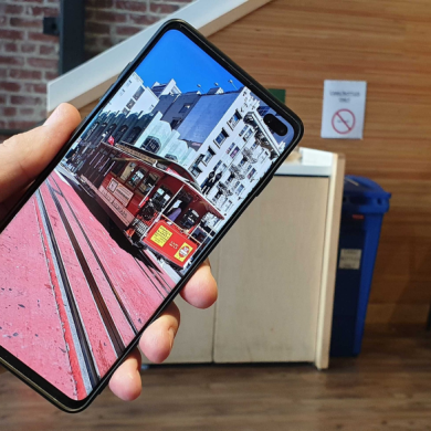All Samsung Galaxy S10/S10+ units will come with a factory pre-installed screen protector