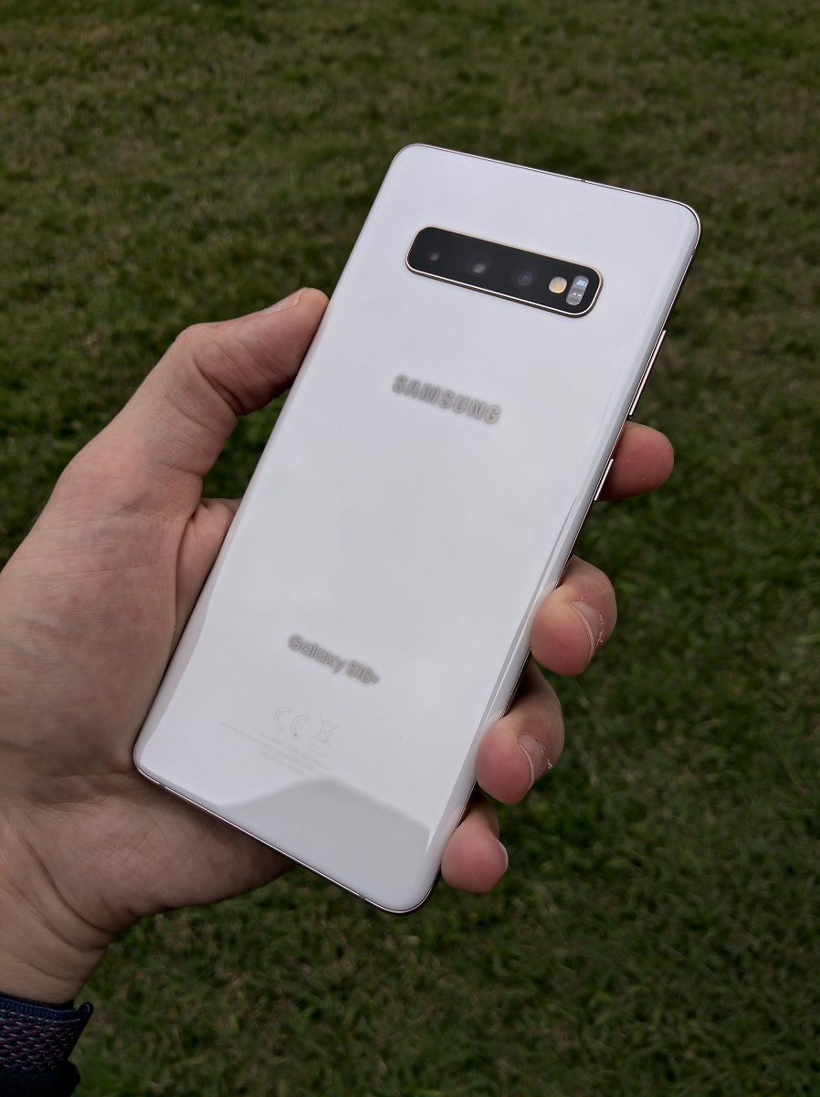 Hands On With Samsung S Ridiculous 1 600 Ceramic Galaxy S10