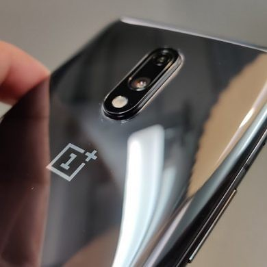 OnePlus 7 update brings DC Dimming and Fnatic gaming mode