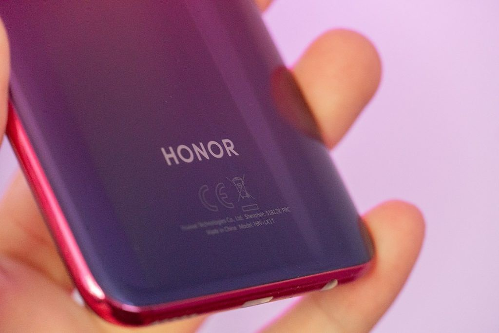 The Honor GamePad is a new gaming accessory that can charge your phone