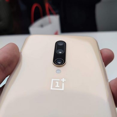 OxygenOS Open Beta 7 for the OnePlus 7 series brings new optimized charging and Chromatic reading mode