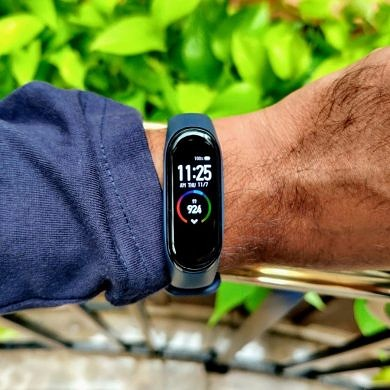 The Xiaomi Mi Band 4 costs ₹2,299 ($33) in India but won't come with NFC or a microphone