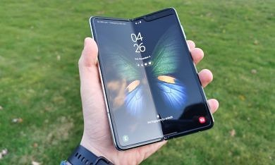 I've used the Galaxy Fold for a month: Yeah, this is the future