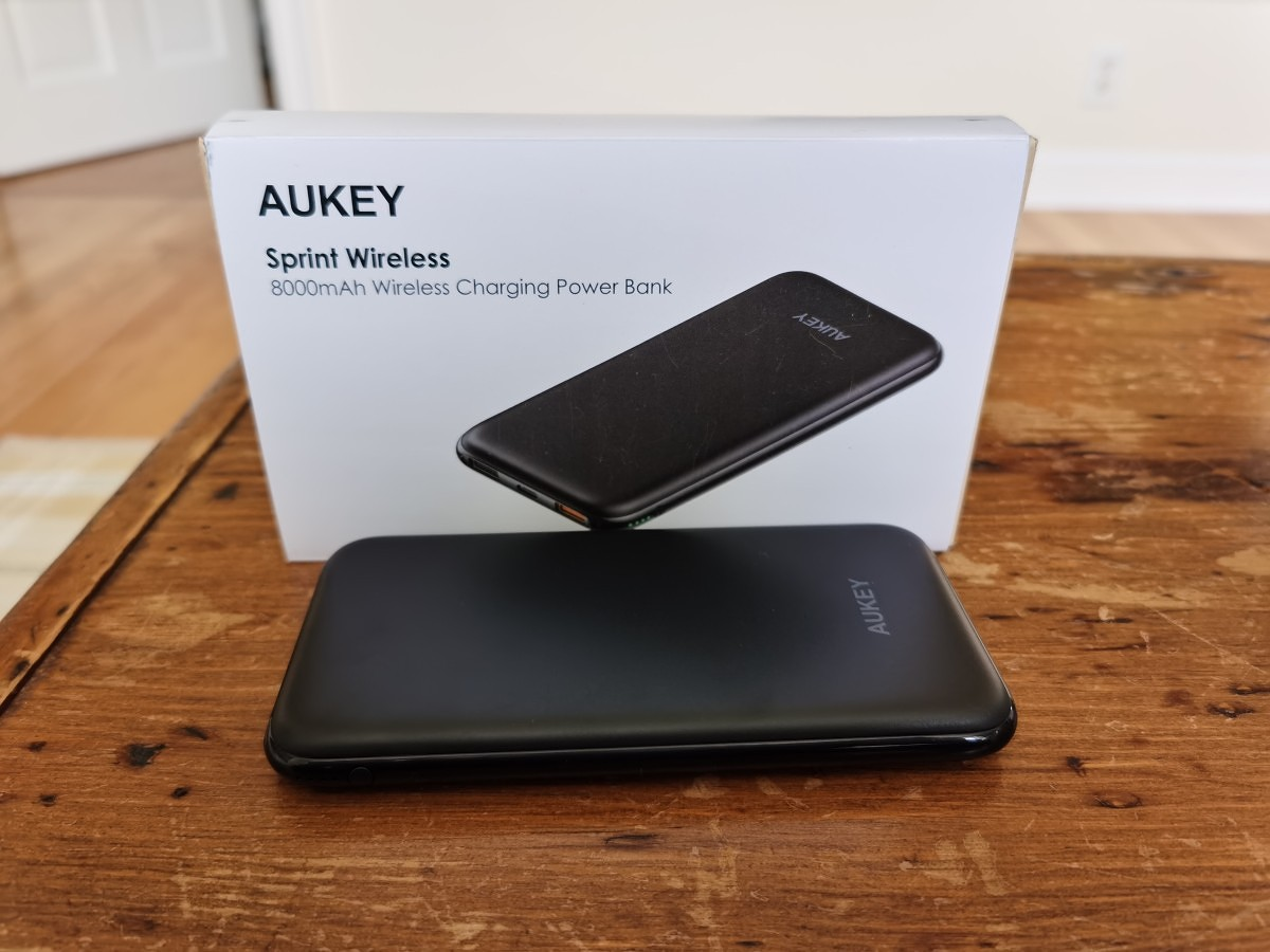 AUKEY 8000mAh Wireless Charging Power Bank