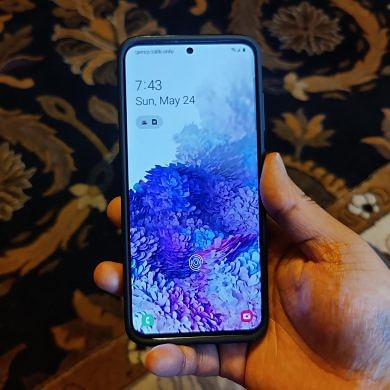 The Samsung Galaxy S20's latest update will let you disable the fingerprint animation when unlocking