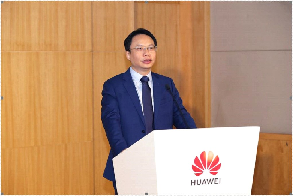 "<p>(Shenzhen, China, May 19, 2020) Huawei held its annual Huawei Global Analyst Summit in Shenzhen. Eric Tan, Vice President of Huawei CBG Consumer Cloud Service, delivered a keynote speech entitled ""Rethink the Seamless AI Experience with the Global HMS Ecosystem"", expressing his belief that Huawei will spare no effort in building its global Huawei Mobile</p> <p>The post <a rel=""nofollow"" href=""https://www.xda-developers.com/hms-core-working-with-global-developers/"">HMS Core Working with Global Developers to Endow Mobile Apps with Versatile Intelligence</a> appeared first on <a rel=""nofollow"" href=""https://www.xda-developers.com/"">xda-developers</a>.</p>"