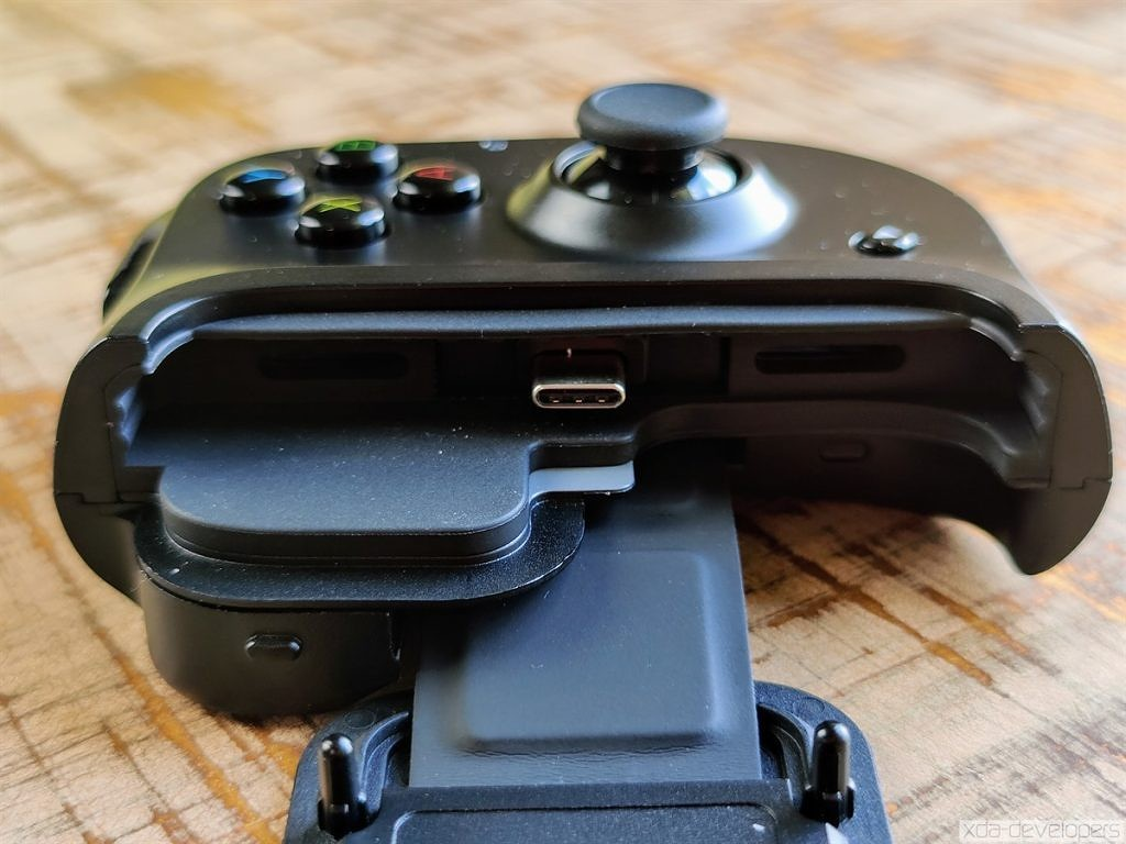 Razer Kishi extending telescopic game controller for Android