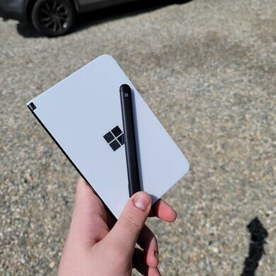 Surface Duo Unboxing – Hands-on with Microsoft's Dual Screen Android Device