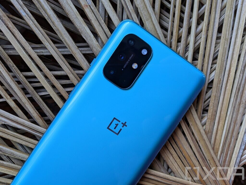 OnePlus-8T-Aquamarine-Green-Back-Camera-Module-Looking-Blue