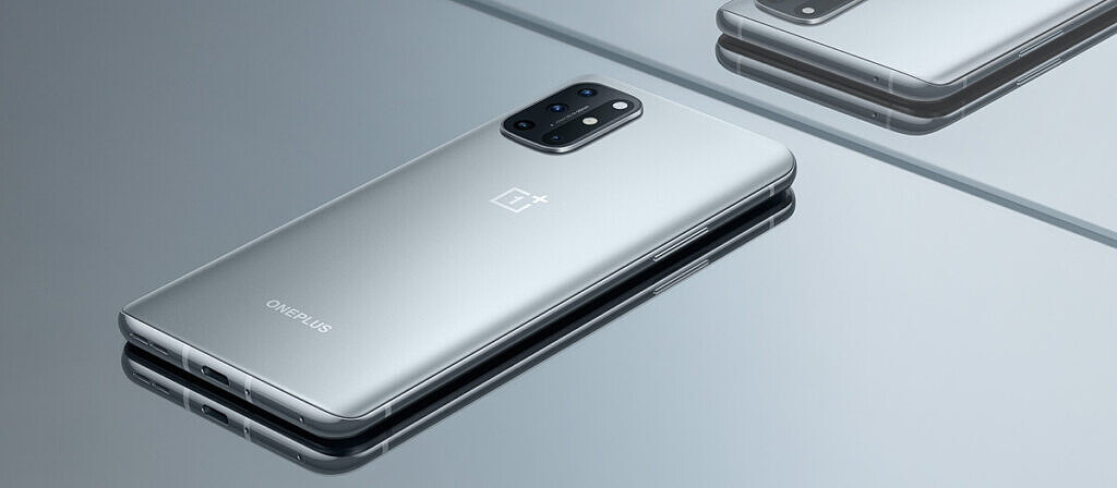 oneplus 8t lunar silver on silver background