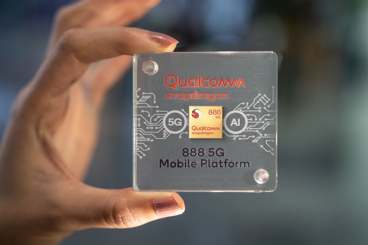 Snapdragon 888 Chip Case In Hand