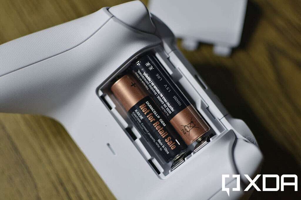 xbox series s wireless controller aa batteries