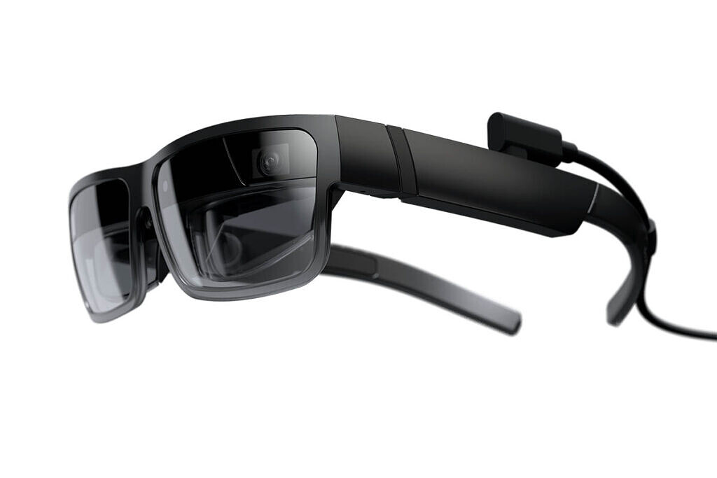 """Lenovo's New Smart Glasses Project Five Virtual Displays at Once"""""""