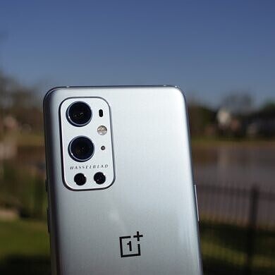 The OnePlus 9 seems to be throttling its performance in many popular apps