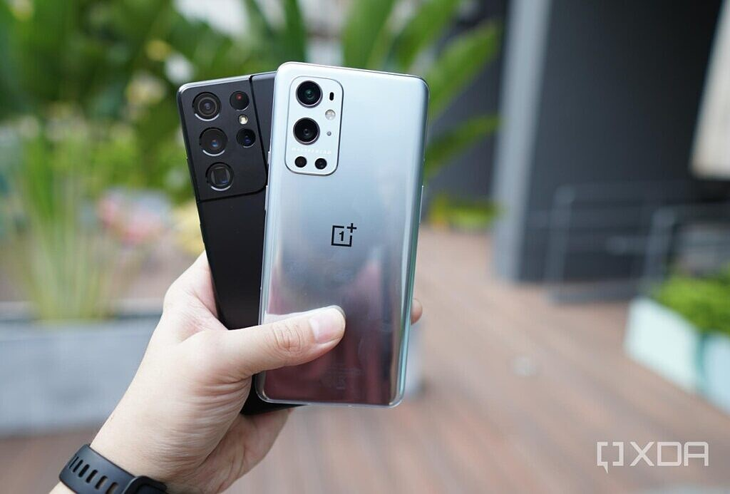 The OnePlus 9 Pro with a Samsung Galaxy S21 Ultra in black in my hand.