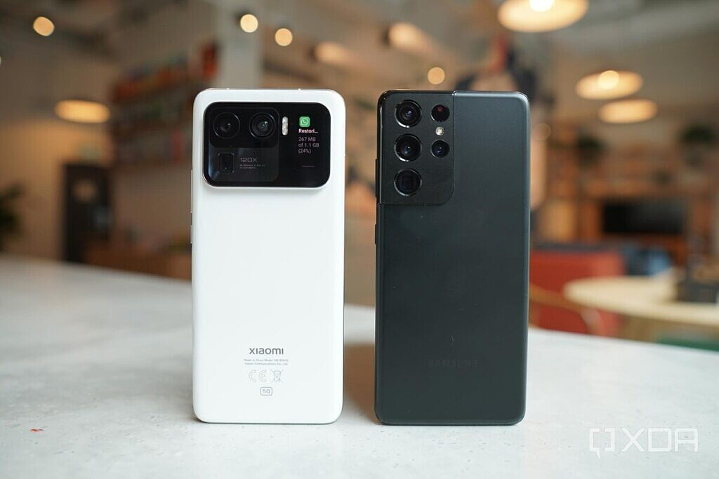 The Xiaomi Mi 11 Ultra and the Galaxy S21 side by side