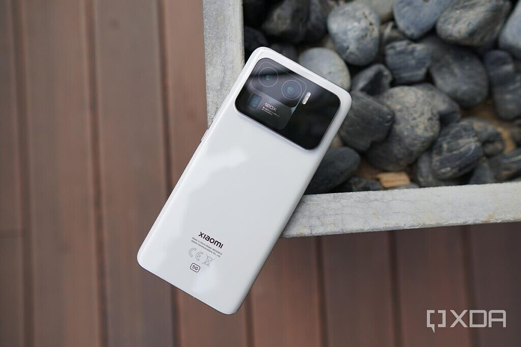 Xiaomi Mi 11 Ultra in ceramic white