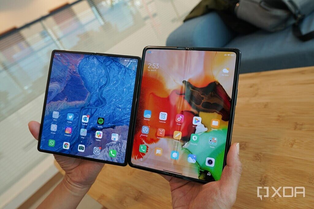 The Huawei Mate X2's screen (left) and the Mi Mix Fold's screen (right).