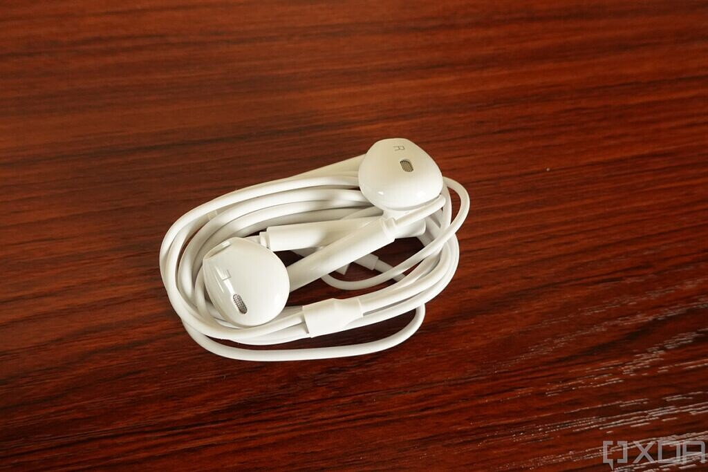 USB Type-C earbuds included with Huawei Mate X2
