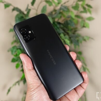 The ASUS ZenFone 8 is the small phone to beat in 2021