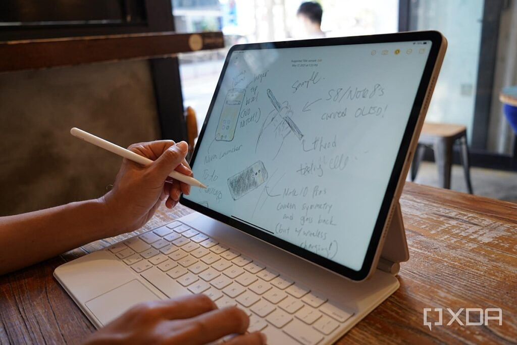 Using the Apple Pencil with the iPad Pro 2021.