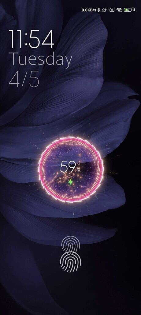 Custom charging screen with animated circle and charging indicator in the center