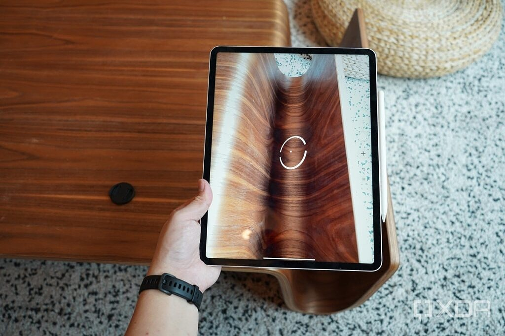 iPad Pro 2021's LIDAR scanner scanning the surface of a wooden table.