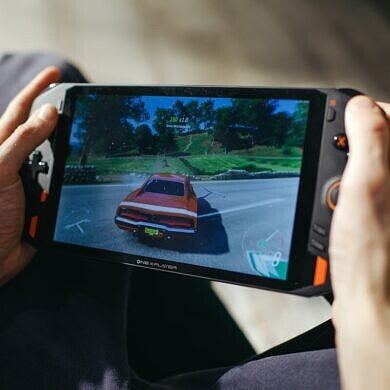 The One XPlayer is an 8.4-inch Windows 10 PC that promises to be a handheld gaming console