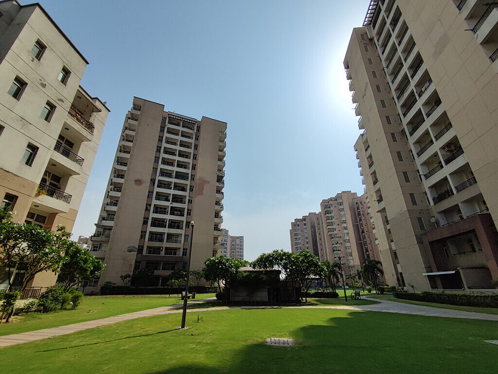 buildings in part photographed using Xiaomi MI 11X ultra wide angle