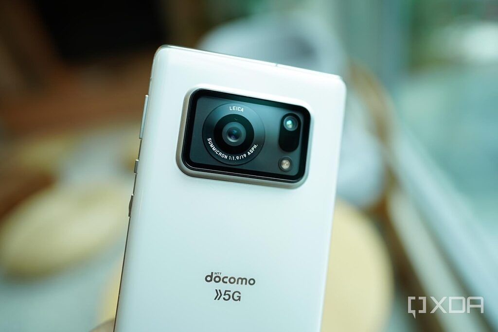 The Sharp Aquos R6 with its 1-inch Leica-branded camera.