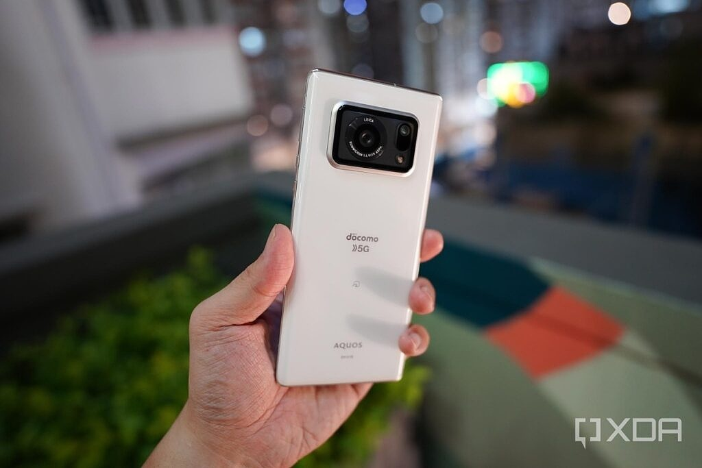 The Sharp Aquos R6 in white in the hand.
