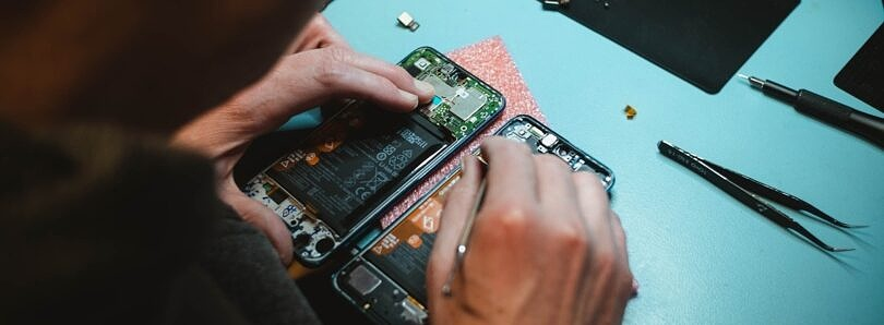 U.S. is considering right-to-repair rules that target smartphone makers