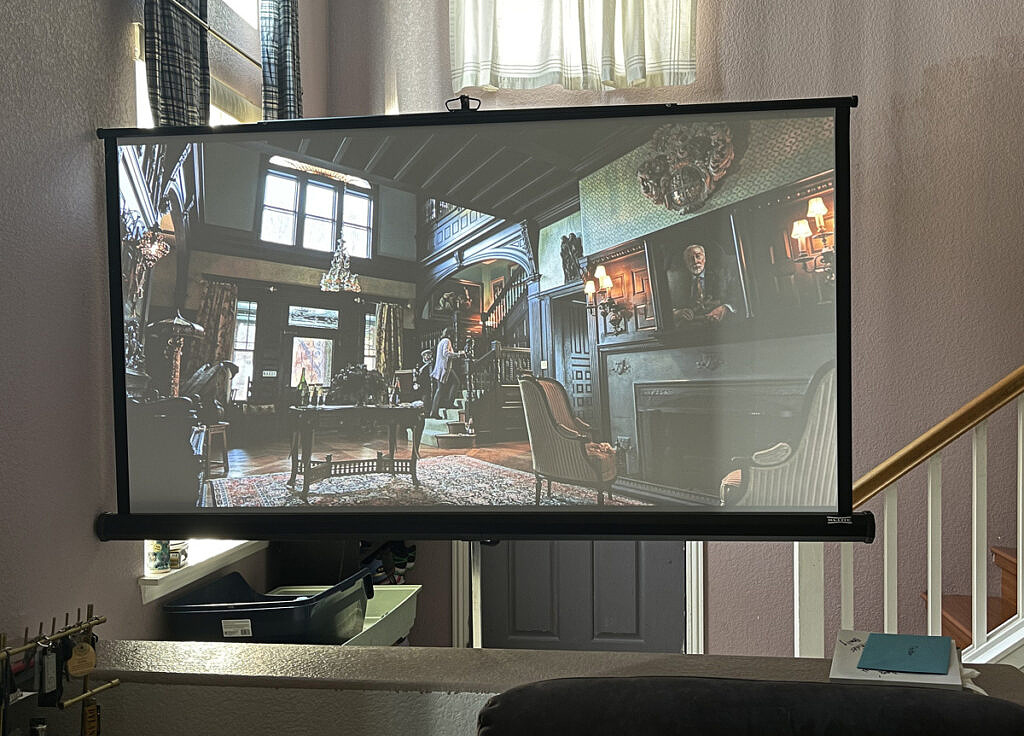 Projector image in daytime