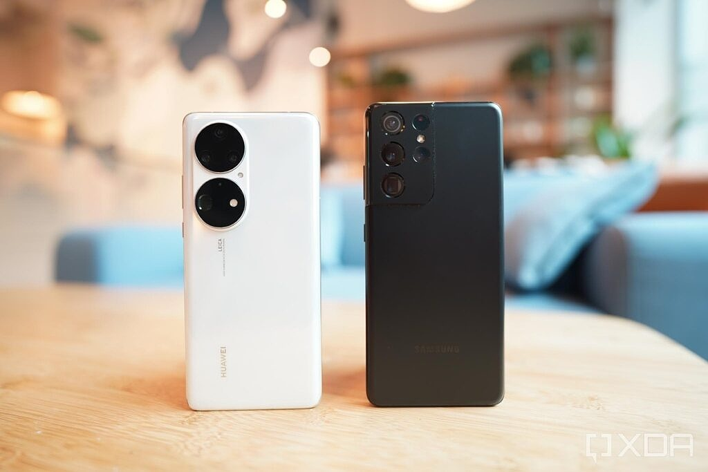 Huawei P50 Pro and a Galaxy S21 Ultra