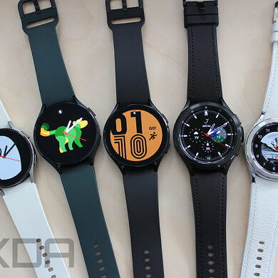 What colors do the Galaxy Watch 4 and Galaxy Watch 4 Classic come in?