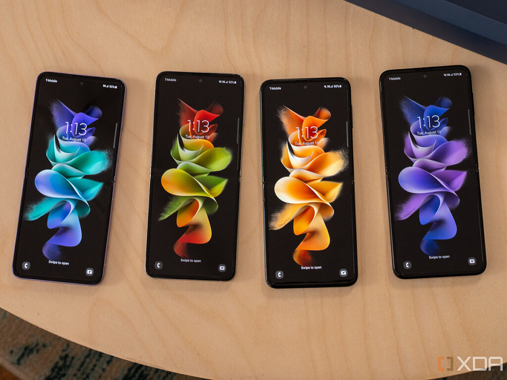 Samsung Galaxy Z Flip 3 in four colors with screens on