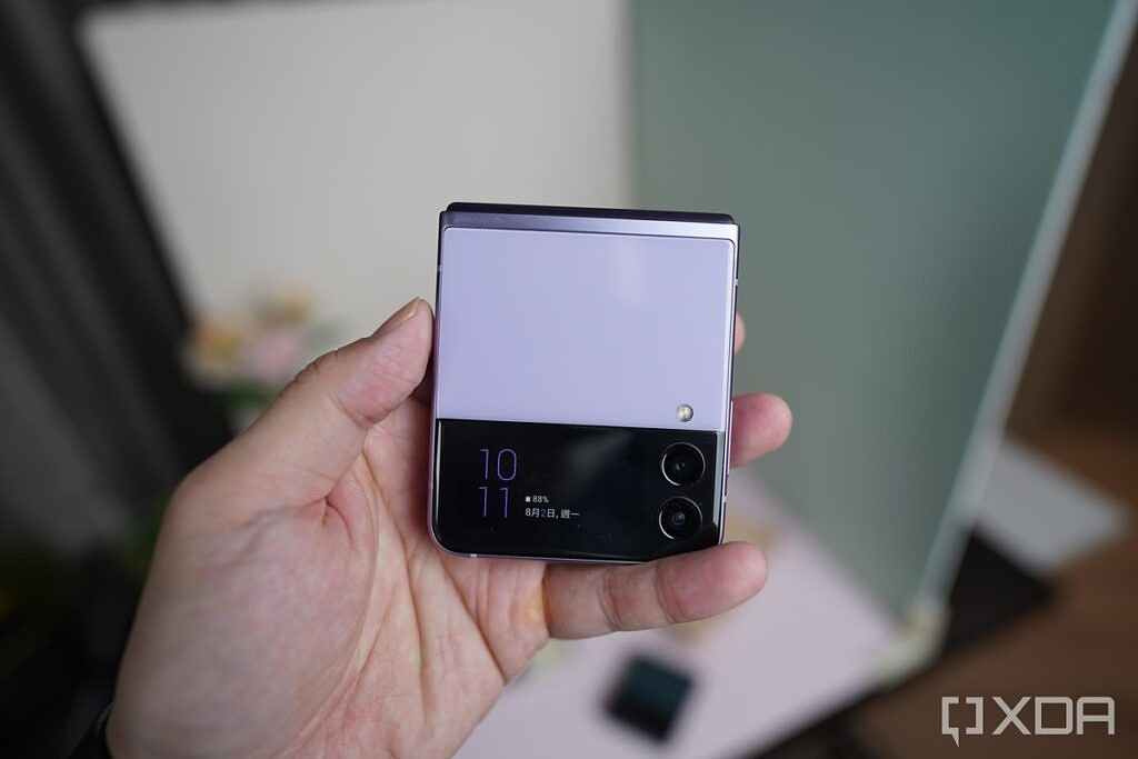Z Flip 3 with cover screen