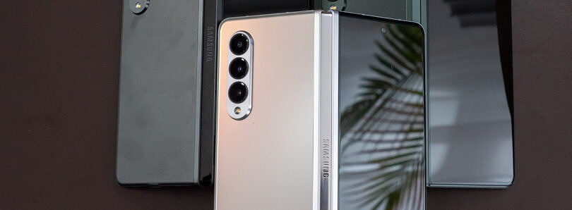 What colors does the Samsung Galaxy Z Fold 3 come in?