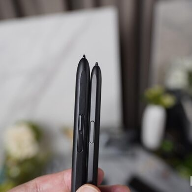Does the Samsung Galaxy Z Fold 3 come with the S Pen included?